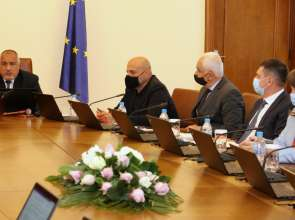 Премиерът в оставка Борисов: Обезпечаваме с 240 млн. лв. мерките за запазване на заетостта и за подкрепа на семействата заради пандемията